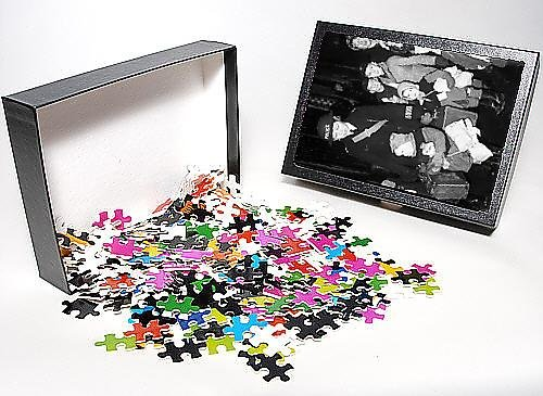 Photo Jigsaw Puzzle of Policewoman with evacuee children