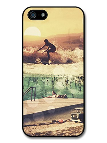 Surfers Vintage Collage with Van Swimming Pool and Sunset coque pour iPhone 5 5S