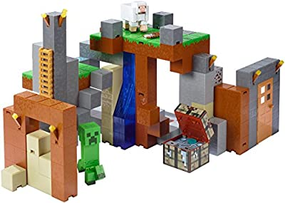Minecraft Feature Playset and Figures, Creeper and White Sheep by Mattel - Import (Wire Transfer)