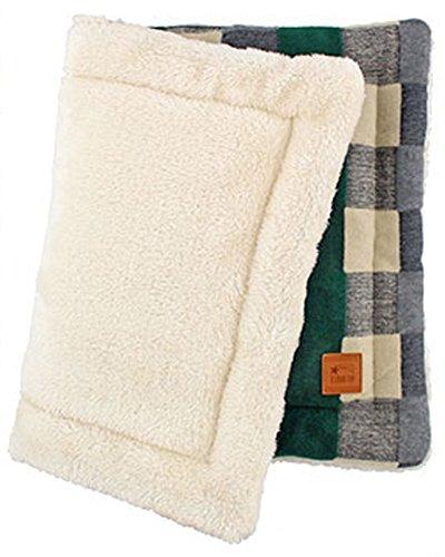 I Love It! Fluffy Pet Self Warming Eco Pattern Mats, (23 in x 16 in.) (Green, ()