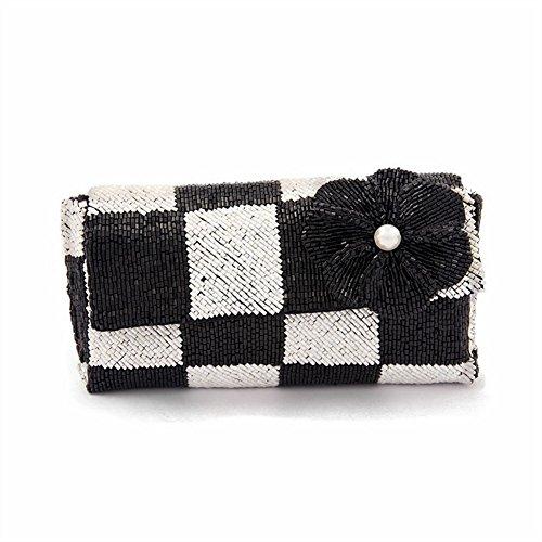 Bolso de embrague, Antonellaen blanco y negro,satén y perlas, Tamaño en cm: 17 L x 8 H x 3 p