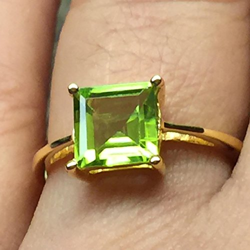 Natural 1.5ct Apple Green Peridot 14K Yellow Gold Vermeil 925 Sterling Silver Ring ()
