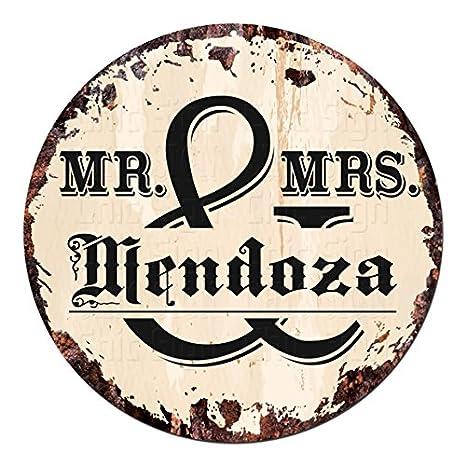 Amazon.com: Mr. & Mrs. Mendoza círculo muestra de la lata ...