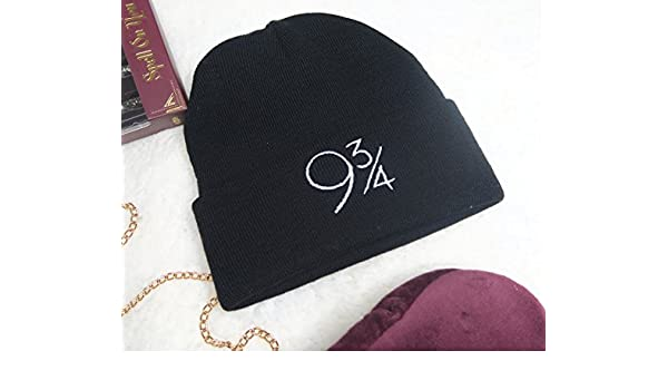 Harry Potter Platform 9 3/4 - Gorro de Lana para Hombre: Amazon.es ...