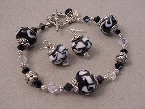 Swarovski Crystal Black and white beaded bracelet and Earrings Set Black lampwork beaded bracelet (Beaded Lampwork Jewelry Set)