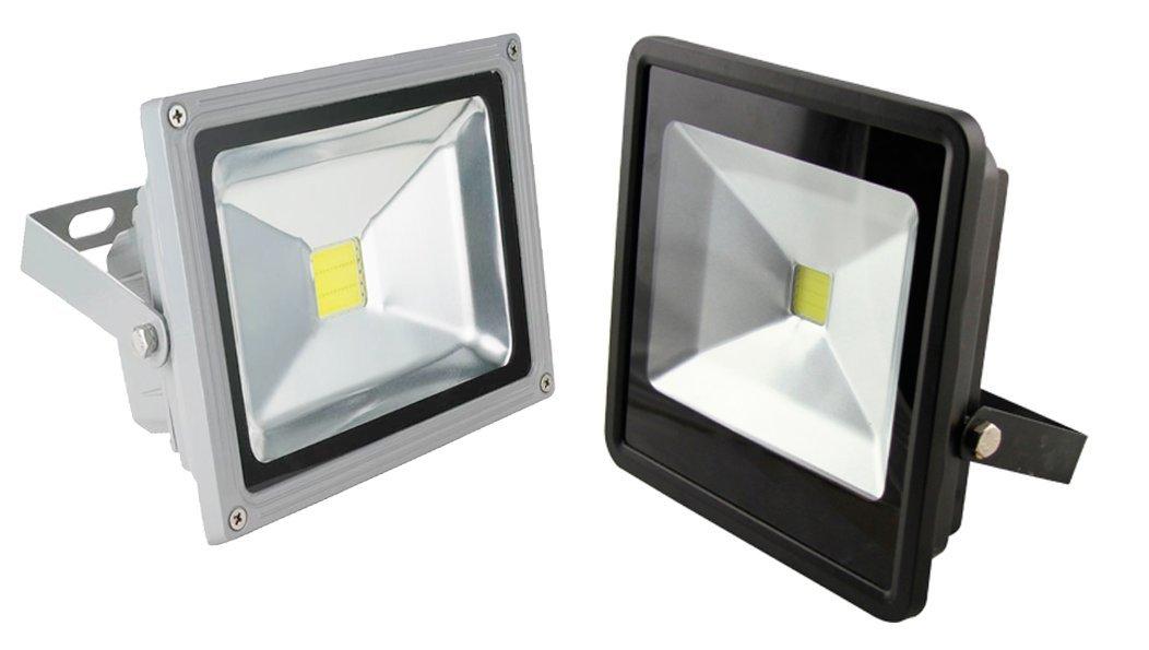 Foco led de 50 W con luz amarilla cá lida de alta luminosidad, apto para exteriores, con grado de protecció n IP65 con grado de protección IP65 Tempo di Saldi®