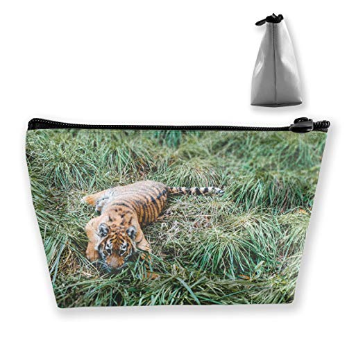 FJSLIE Tiger Cub On Grass Field Women Makeup Bags Multi Function Toiletry Organizer Bags,Hand Portable Pouch Travel Wash Storage Capacity with Zipper(Trapezoidal)