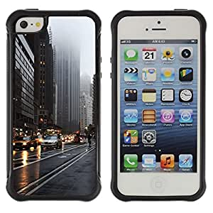 LASTONE PHONE CASE / Suave Silicona Caso Carcasa de Caucho Funda para Apple Iphone 5 / 5S / Nyc New York Yellow Taxi Cab Rainy Street