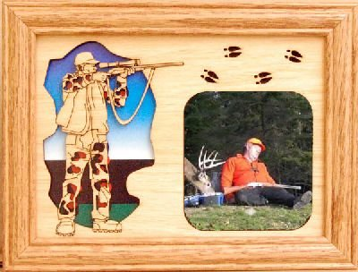 GiftWorksPlus Deer Hunter 5x7 Oak Picture Frame from GiftWorksPlus
