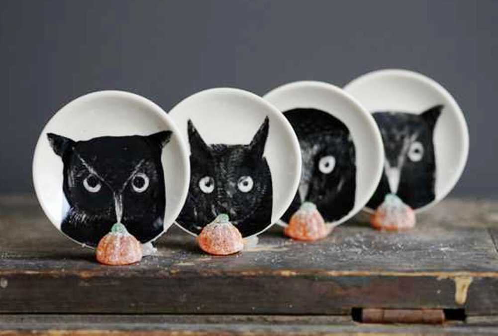 Creative Co-op Trick Or Treat Collection Round Ceramic Dish with Owl Image, Set of 4