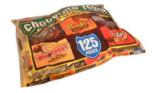 Hersheys Chocolate Town Favorites Fun Size Halloween Candy Variety Pack 125 Piece Value Bag -