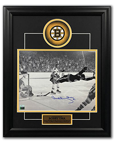 (AJ Sports World Bobby Orr Boston Bruins Autographed 1970 Stanley Cup Goal 19x23 Frame: GNR COA)