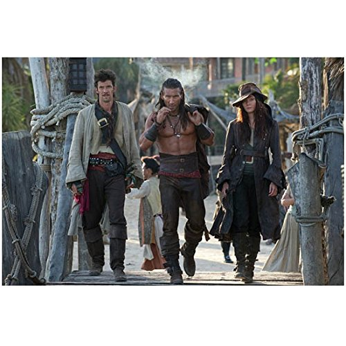 Black Sails 8 x 10 Photo Zack McGowan/Captain Charles Vane, Toby Schmitz/Rackham & Clara Paget/Anne Bonny Pose 3 kn Photograph