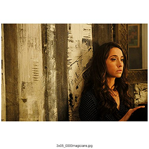 (The Magicians (TV Series 2015 -) 8 inch by 10 inch PHOTOGRAPH Stella Maeve from Chest Up w/Back to Wall kn)