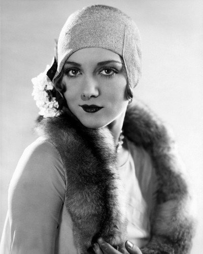 Leila Hyams vintage 1920's fashion pose in hat 8x10 Promotional ()