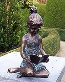 Lesendes Mädchen, Bronzefigur