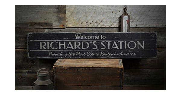 Amazon.com: Bienvenido estación de tren Letrero De Madera ...
