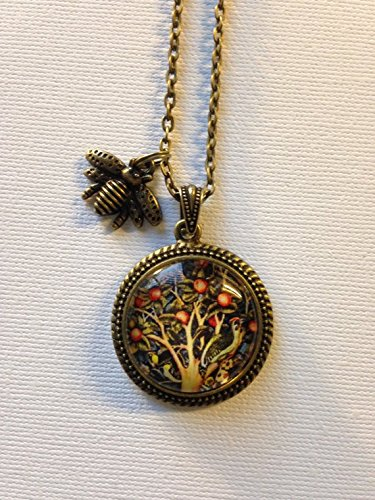 stap William Morris Apple Tree Tapestry Pendant - William Morris Pendant - Arts and Crafts Movement Jewelry - Art Nouveau Pendant Necklace ()