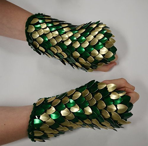 Scalemail Gauntlets in knitted Dragonhide Armor - Golden Forest