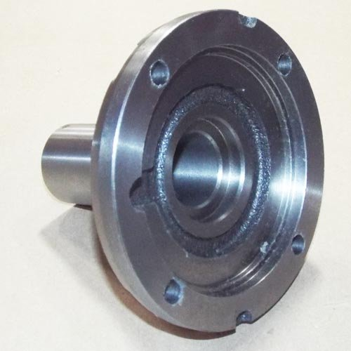 02 - RETAINER - FRONT BEARING FORD® ()