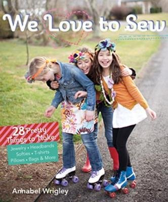 We Love to Sew : 28 Pretty Things to Make: Jewelry, Headbands, Softies, T-Shirts, Pillows, Bags & More(Paperback) - 2013 Edition