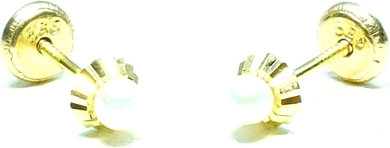 Pendientes oro 18k, niña o mujer, modelo redondo con tallado a maquina de alta calidad y perla cultivada natural de calidad máxima. Medida 4,5 mm. Con cierre de máxima seguridad a rosca.