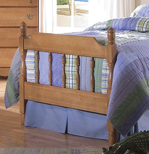 Carolina Furniture Works 157333 3/3 Spindle Footboard, Salem (Bedroom Maple Footboard)