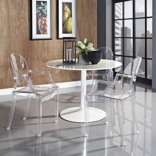 Famosa y robusta silla transparente modelo Louis Ghost.