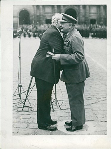 Vintage photo of Winston Churchill with medaille militaire