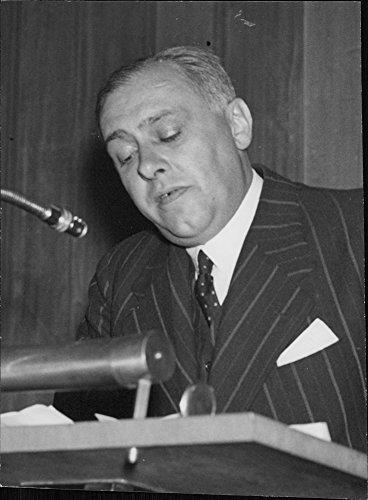 Vintage photo of Professor Max Kj r Hansen speaks at