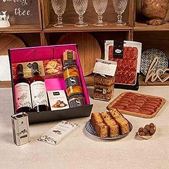 Lote gourmet 2019 - LOTE 070-9. Vinos Tinto y Blanco, Aceite, bizcochos, Embutidos, Queso Menorca, Bombones, Galletas...
