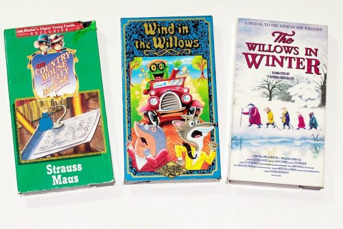 Children's Animated Adventure Collection (3pk): The Wind in the Willows, Willows in Winter, Country Mouse and the City Mouse - Strauss Maus ()