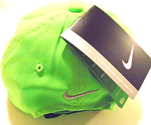 b14142f02ed NIKE Golf Dri-Fit Adjustable Course Cap Pro Tour Hat (Lucky Lawn Green with