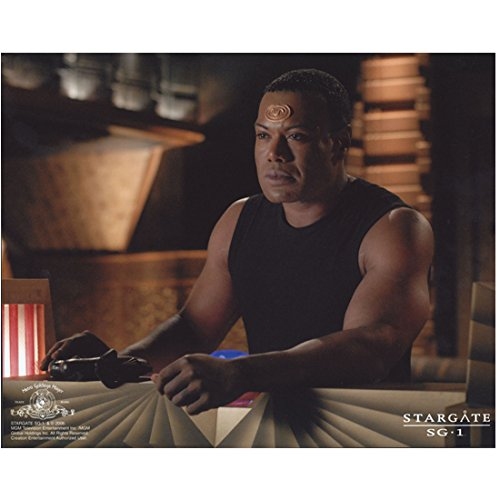 Christopher Judge 8x10 Photo Stargate SG-1 Stargate: Continuum Stargate: The Ark of Truth in Sleeveless Black Tee Left Elbow Leaning on Console Facing Slightly Right kn (Console Continuum)