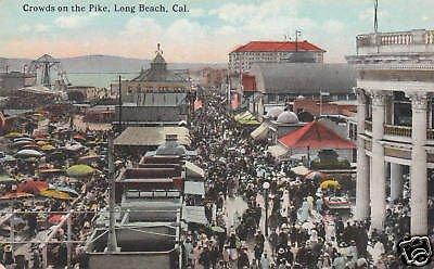 D2645 CA, Long Beach Pike Crowd - Long Beach Pike