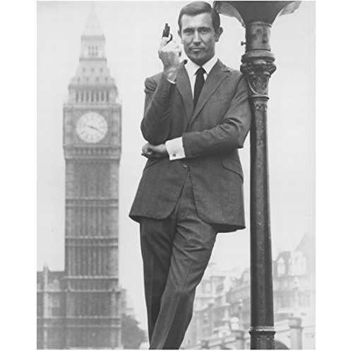 - George Lazenby Leaning Against Lamp Post as James Bond 8 x 10 Inch Photo