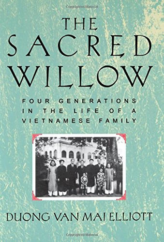The Sacred Willow Four Generations in the Life of a Vietnamese Family [Elliott, Mai] (Tapa Dura)