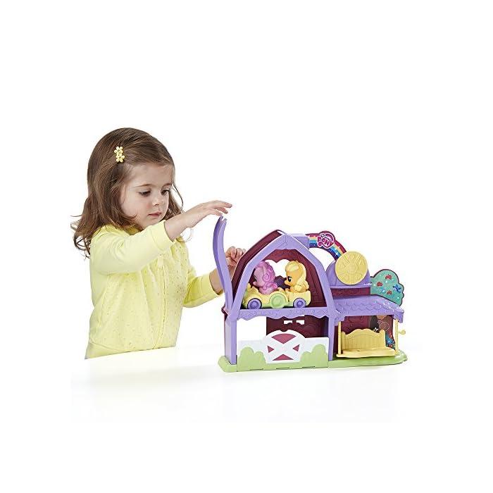 515Q0XdI cL El tamaño de los ponis y cochecito tiene el tamaño adecuado para las manos de los más pequeños En el coche caben dos ponis Funciona con otros sets de la línea de Playskool My Little Pony