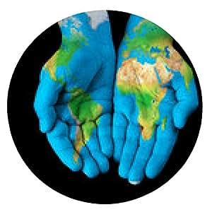 alfombrilla de ratón Mapa pintado en las manos mostrando concepto - el mundo en nuestras manos - ronda - 20cm