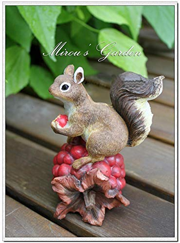 Anewgift Christmas Curious Squirrel Garden Statue - Funny Outdoor Sculpture Ornaments Décor - Best Indoor Outdoor Statues Yard Art Figurines for Patio Lawn House - Set of Two(Resin)