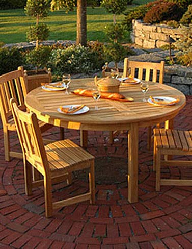 Gardeners Supply Company 4 Foot Round Dining Table