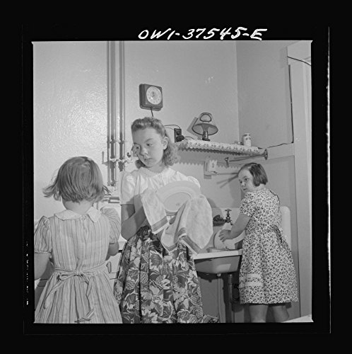 1943 Photo Cincinnati, Ohio. The children of Bernard Cochran, a Greyhound bus driver, doing dishes after a Sunday dinner Location: Cincinnati, Hamilton County, Ohio