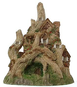David Winter The Woodcutters Cottage from the Main collection – retired 1988 – DW23