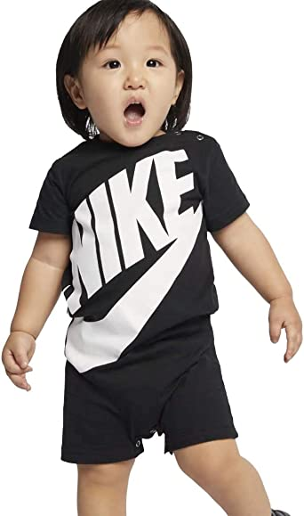 New With Tags Nike Baby Boy T-shirt /& Shorts Set 9-12 Months Red Grey Just Do It