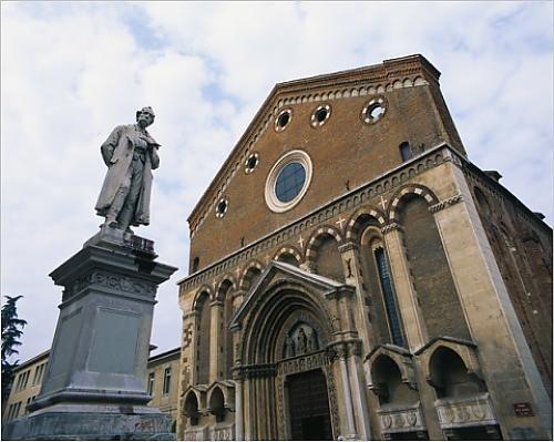 Photographic Print of Statue and Building, San Lorenzo, Vicenza, Veneto, Italy