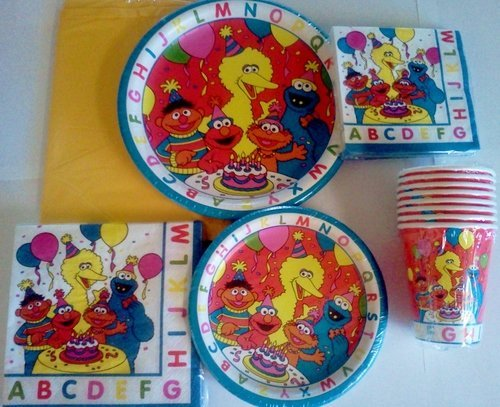 8 Luncheon Plates - 7