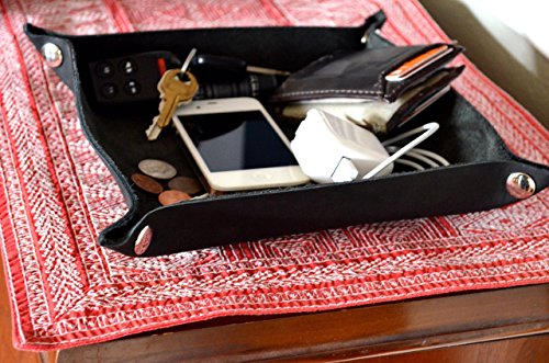 handmade-leather-valet-black-leather-with-nickel-finished-hardware
