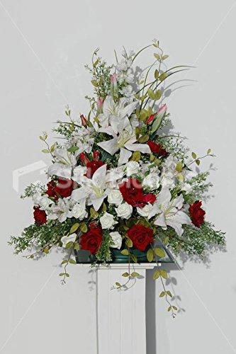 Rojo Y Marfil Rosa Lily Y Pantalla De Iglesia De Boda