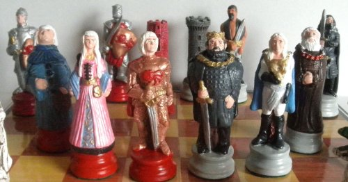 com game of kings themed chess pieces toys games