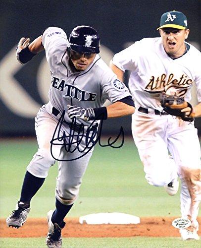 (Ichiro Suzuki Seattle Mariners Signed Autographed 8